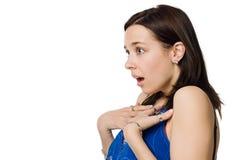 Überraschte junge Frau getrennt auf weißem Hintergrund Lizenzfreies Stockbild