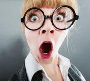 Überraschte junge hübsche Geschäftsfraufrau Lizenzfreie Stockbilder
