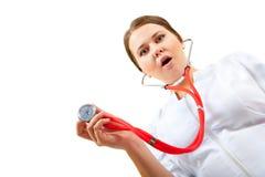 Überraschte Krankenschwester, die eine ärztliche Untersuchung tut Lizenzfreie Stockfotografie