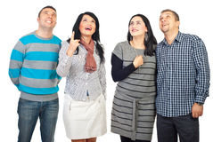 Überraschte Leutegruppe, die oben schaut Lizenzfreies Stockfoto
