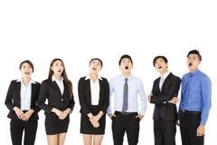 Überraschte und überraschte Geschäftsleute, die oben schauen Lizenzfreies Stockbild