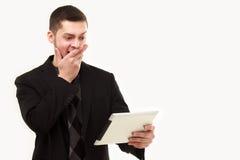 Überraschter Geschäftsmann mit Tablette Stockbilder