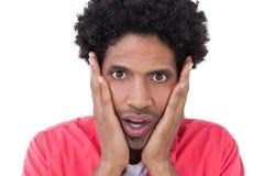 Überraschter Mann mit den Händen auf Gesicht Stockfotos
