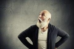 Überraschter schreiender Mann mit leerem copyspace Lizenzfreies Stockfoto