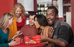 Überraschter schwarzer Mann mit Freunden Stockfotos