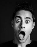 Überraschter und entsetzter lustiger Mann Lizenzfreie Stockfotografie