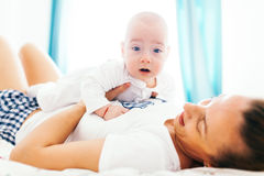 Überraschtes Baby Lizenzfreie Stockfotografie