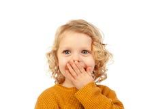 Überraschtes blondes Kind mit blauen Augen Stockfotografie