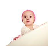 Überraschtes kleines Baby auf dem weißen Hintergrund, oben schauend lizenzfreies stockfoto