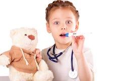 Überraschtes kleines Doktormädchen lizenzfreies stockfoto