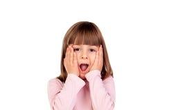 Überraschtes kleines Mädchen, das Gesten macht Lizenzfreie Stockfotos
