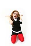 Überraschtes Mädchen mit den Gläsern getrennt auf weißem Hintergrund Stockbild