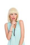 Überraschtes nettes blondes Mädchen, das weg schaut Lizenzfreies Stockfoto