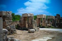Überrest-Überreste von Tribüne Hippodrom im alten Spaltenaushöhlungsstandort im Reifen, der Libanon stockfotografie