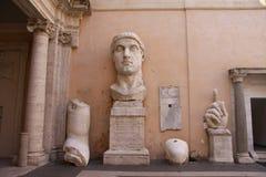 Überreste der Statue von Constantine lizenzfreie stockfotos