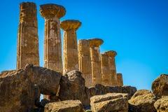 Überreste des Tempels von Heracles im Tal der Tempel, Agrigent-Sizilien lizenzfreie stockbilder