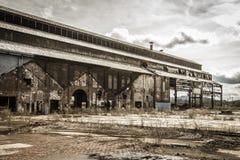 Überreste einer verlassenen Fabrik Stockbild