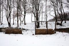 Überreste eines Altbaus im Winter Stockfotografie