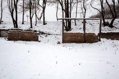 Überreste eines Altbaus im Winter Stockbild
