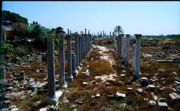 Überreste von alten Spalten, Al Mina-Aushöhlungsstandort, Reifen, der Libanon stockbild