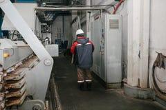 Überschüssige Verarbeitungsanlage Technologischer Prozess Geschäft für das Sortieren und die Verarbeitung des Abfalls stockfotos