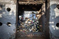 Überschüssiger Abfall und Fett im Abfluss Deshalb ist das Abflussrohr verstopfen oben Lizenzfreie Stockfotos