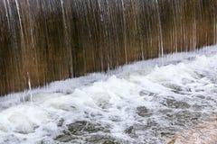 Überschüssiger Wasserfall Lizenzfreie Stockbilder