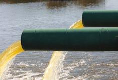 Überschüssiges Rohr des Abwassers Stockfotografie