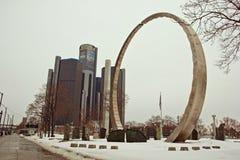 Überschreitung des Ringes in im Stadtzentrum gelegenem Detroit lizenzfreies stockbild