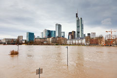 Überschwemmen Sie in Frankfurt Stockbilder
