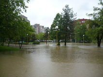 Überschwemmte die Straßen der Stadt Lukavac Lizenzfreie Stockfotografie