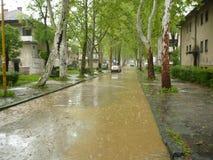 Überschwemmte die Straßen der Stadt Lukavac Stockbild