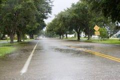 Überschwemmte Fahrbahn Stockbild