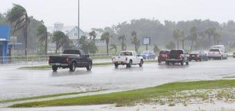 Überschwemmte Fahrbahn Stockfotos