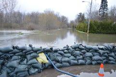Überschwemmte Straße in Gatineau nach übermäßigem Regenfall Lizenzfreies Stockfoto