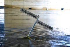 Überschwemmte Straße während der Flut Stockbilder