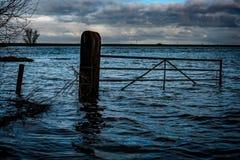 Überschwemmter fenland Zugang im Winter Lizenzfreie Stockfotos