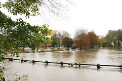 Überschwemmter Parkplatz Stockbild
