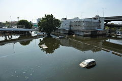 Überschwemmter Parkplatz Stockfoto