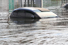 Überschwemmtes Auto Stockfotografie