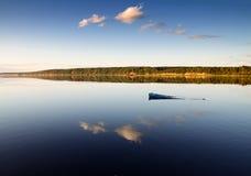 Überschwemmtes Boot stockbilder