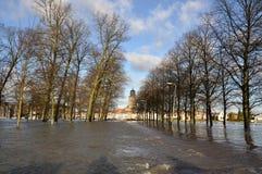 Überschwemmung in der holländischen Stadt stockfotos