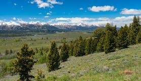 Übersehen Sie auf dem Sägezahn-szenischen Seitenweg, Idaho Lizenzfreie Stockfotos