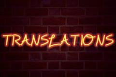 Übersetzungsleuchtreklame auf Backsteinmauerhintergrund Leuchtstoffneonröhre-Zeichen auf Maurerarbeit Geschäftskonzept für Transl lizenzfreies stockfoto
