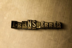 ÜBERTRAGEN - Nahaufnahme der grungy Weinlese setzte Wort auf Metallhintergrund Lizenzfreie Stockfotografie
