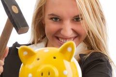 Überwältigende piggy Bank der jungen Frau Lizenzfreies Stockfoto