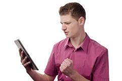 Überwachen des Spiels auf der Tablette. Lizenzfreies Stockfoto