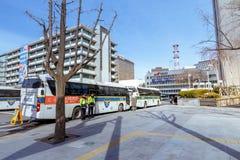 Überwachen Sie Bus vor Botschaft der Vereinigten Staaten, Seoul Stadt polizeilich lizenzfreies stockfoto