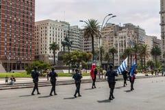 Überwachen Sie Marsch in der Parade in Montevideo, Uruguay polizeilich Lizenzfreie Stockfotos