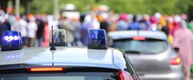 Überwachen Sie Streifenwagen und einen Polizeiwagen, der während des Ereignisses geheim ist polizeilich Lizenzfreies Stockfoto